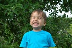 Uśmiechnięta chłopiec. Szczęśliwy dzieciństwo Obraz Stock