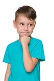 Uśmiechnięta chłopiec w błękitnej koszula zdjęcia royalty free