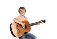 Uśmiechnięta chłopiec z gitarą Obraz Stock
