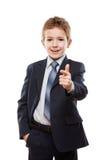 Uśmiechnięta dziecko chłopiec wskazuje directi w garnituru palcu wskazującym obraz royalty free