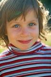 Uśmiechnięta dziewczyna w świetle słonecznym Zdjęcia Stock