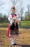 Uśmiechnięta dziewczyna w ludowym kostiumu z małym barankiem Zdjęcie Stock