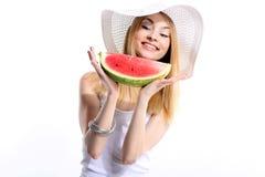 Uśmiechnięta dziewczyna z arbuzem Obraz Royalty Free