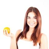 Uśmiechnięta kobieta trzyma pomarańcze z białymi zębami zdrowa żywność Obrazy Stock