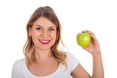 Uśmiechnięta kobieta trzyma zielonego jabłka Obrazy Stock
