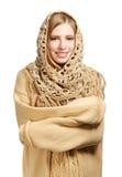 Uśmiechnięta kobieta w ciepłym comforter obraz stock