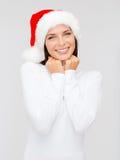Uśmiechnięta kobieta w Santa pomagiera kapeluszu Zdjęcia Royalty Free