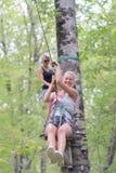 Uśmiechnięta kobiety jazdy zamka błyskawicznego linia w lesie zdjęcie royalty free