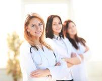 Uśmiechnięta kobiety lekarka Zdjęcia Royalty Free