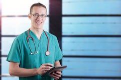 Uśmiechnięta lekarka zdjęcia stock