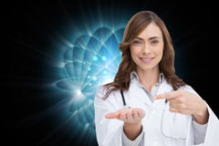 Uśmiechnięta lekarka przedstawia jej rękę Zdjęcia Stock