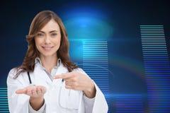 Uśmiechnięta lekarka przedstawia jej rękę Fotografia Royalty Free