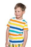Uśmiechnięta młoda chłopiec patrzeje na boku Zdjęcie Royalty Free