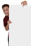 Uśmiechnięta młoda chłopiec patrzeje za pustym sztandarem z copyspace fotografia royalty free