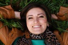 Uśmiechnięta młoda dziewczyna Zdjęcia Royalty Free