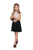 Uśmiechnięta młoda dziewczyna z torebką Zdjęcia Royalty Free