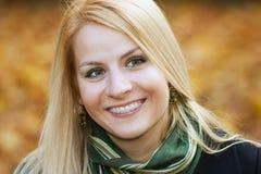 Uśmiechnięta młoda kobieta Zdjęcia Stock