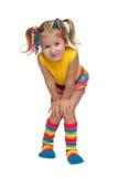 Uśmiechnięta mody mała dziewczynka przeciw bielowi zdjęcie royalty free