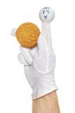 Uśmiechnięta palcowa kukła trzyma oatmeal ciastko Fotografia Royalty Free