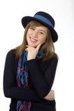 Uśmiechnięta piękna nastoletnia dziewczyna z marynarka wojenna kapeluszem Zdjęcie Royalty Free