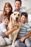 Uśmiechnięta rodzina zdjęcia stock