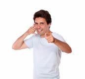 Uśmiechnięta samiec gestykuluje wezwanie ja z jeden ręką Zdjęcie Stock