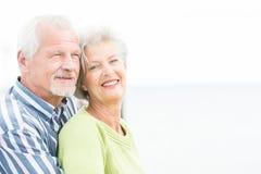 Uśmiechnięta starsza para Zdjęcia Royalty Free