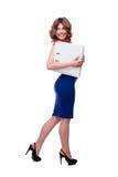 Uśmiechnięte bizneswomanu mienia falcówki Zdjęcie Stock