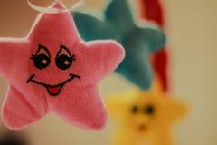 Uśmiechnięte koloru żółtego, błękita i menchii gwiazdy, Zdjęcia Stock