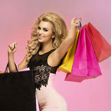 Uśmiechniętej blondynki piękna kobieta. Obraz Stock