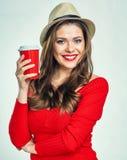 Uśmiechniętej dziewczyny czerwieni ciepły pulower jest ubranym mienie czerwieni filiżankę Obraz Royalty Free