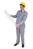 Uśmiechnięty architekt patrzeje plany z ciężkim kapeluszem Zdjęcia Stock