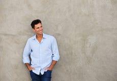 Uśmiechnięty atrakcyjny wieka średniego mężczyzna zdjęcie stock