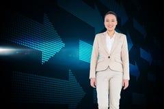 Uśmiechnięty azjatykci bizneswomanu odprowadzenie Zdjęcia Stock