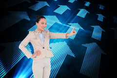 Uśmiechnięty azjatykci bizneswomanu wskazywać Obraz Stock