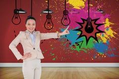 Uśmiechnięty azjatykci bizneswomanu wskazywać Obrazy Royalty Free