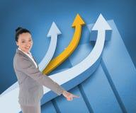 Uśmiechnięty azjatykci bizneswomanu wskazywać Zdjęcie Stock
