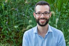 Uśmiechnięty biznesmen Jest ubranym Eyeglasses Fotografia Stock