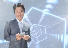 Uśmiechnięty biznesmen texting przeciw interfejsowi Zdjęcie Royalty Free