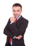 Uśmiechnięty biznesowy mężczyzna patrzeje kamerę Zdjęcia Royalty Free