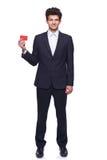 Uśmiechnięty biznesowy mężczyzna pokazuje pustą kredytową kartę Zdjęcia Royalty Free