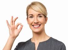 Uśmiechnięty bizneswoman Gestykuluje ok Zdjęcia Stock