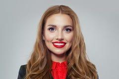 Uśmiechnięty bizneswoman na białym tło portrecie zdjęcie stock