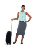 Uśmiechnięty bizneswoman pozuje z walizką Obraz Royalty Free