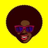 Uśmiechnięty chłodno facet twarzy murzyn z afro włosy i okularami przeciwsłonecznymi wektorowymi royalty ilustracja