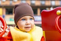 Uśmiechnięty chłopiec portret outside Obrazy Stock