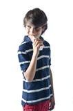 Uśmiechnięty dziecko pije owocowego sok od kartonu zdjęcia royalty free