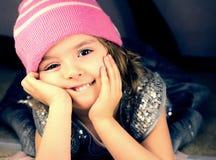 Uśmiechnięty dziewczyny zbliżenie. zdjęcie royalty free