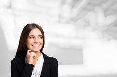 Uśmiechnięty kobieta portret, Wielka przestrzeń zdjęcia royalty free