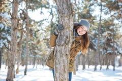 Uśmiechnięty kobiety odprowadzenie w zima parku Obrazy Royalty Free